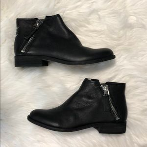 Dolce Vita VESA black leather booties. Size 8. NIB